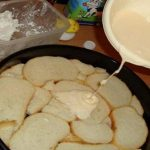 Fogj 10-12 szelet szikkadt kenyeret, majd öntsd rá ezt a masszát! Ilyen finomat még nem ettél